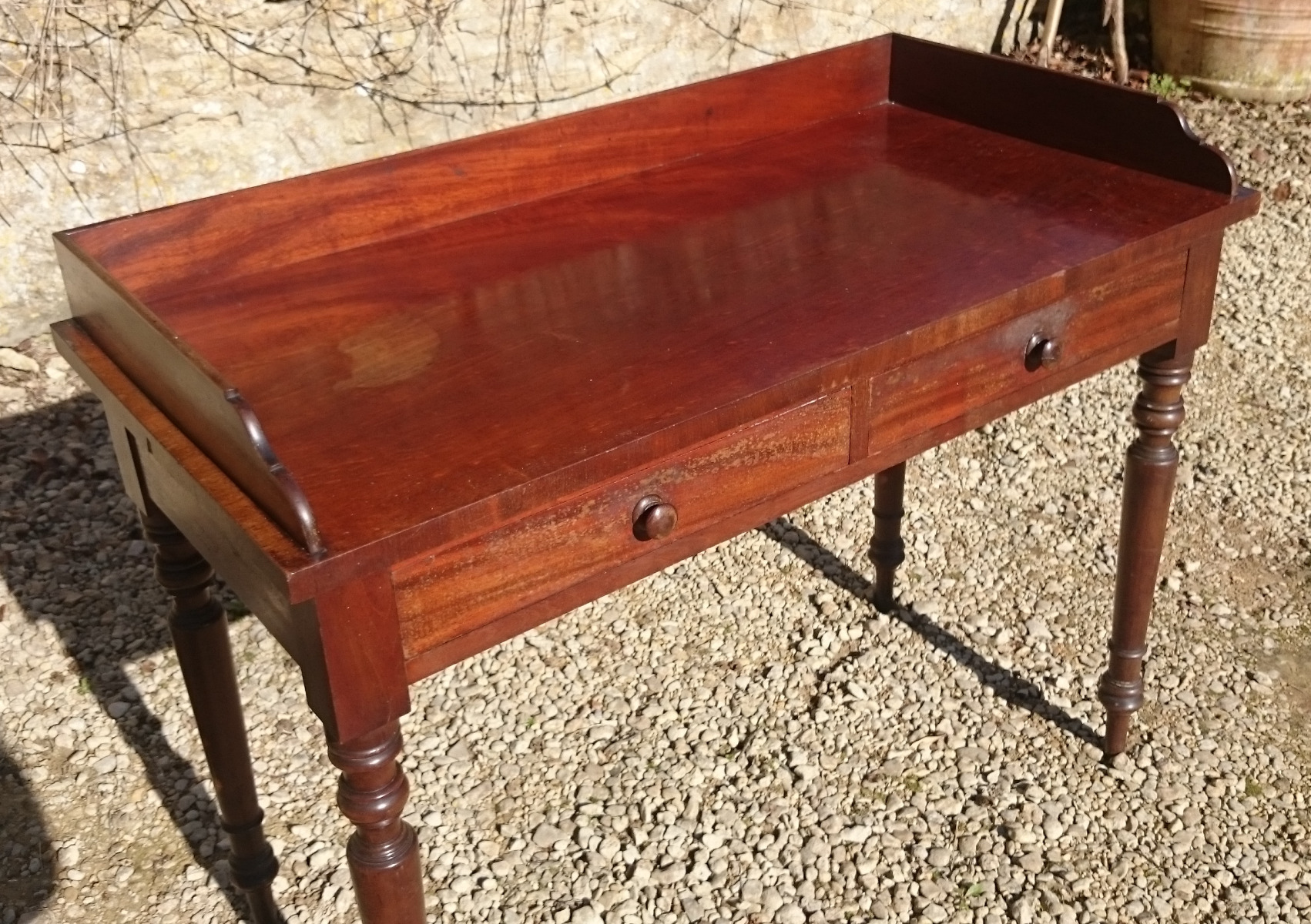 Antique serving tables console tables hares antiques for Thin dressing table